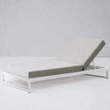Kettal Landscape ligbed aluminium frame met parallels porotex batyline doek
