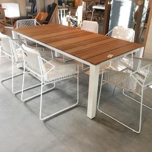Machar tafel en sandur stoelen
