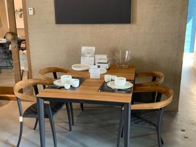 Royal Botania Unite tafel 150cm met Jive stoelen uitverkoop (1)